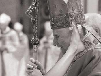Pope during a fetus' baptism  inside the mother's womb